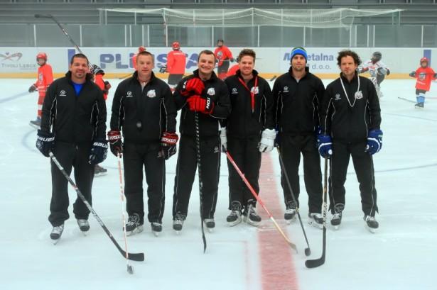 Del trenerjev na kampu, med katerimi so znana imena slovenskega hokeja