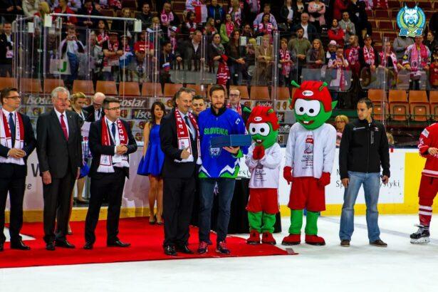 Nagrada najkoristnejšemu igralcu prvenstva Janu Urbasu